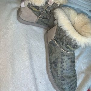 Snakeskin Bow toe ugg boots